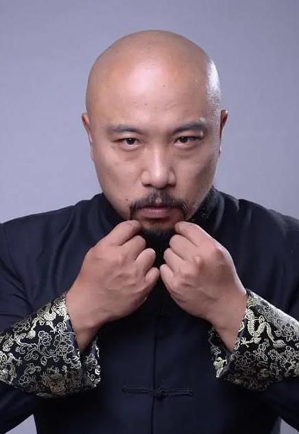 龙德,中国内地男演员。
